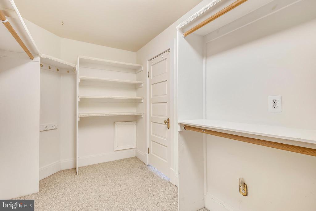 Master Bedroom Walk-in Closet - 302 RUCKER PL, ALEXANDRIA