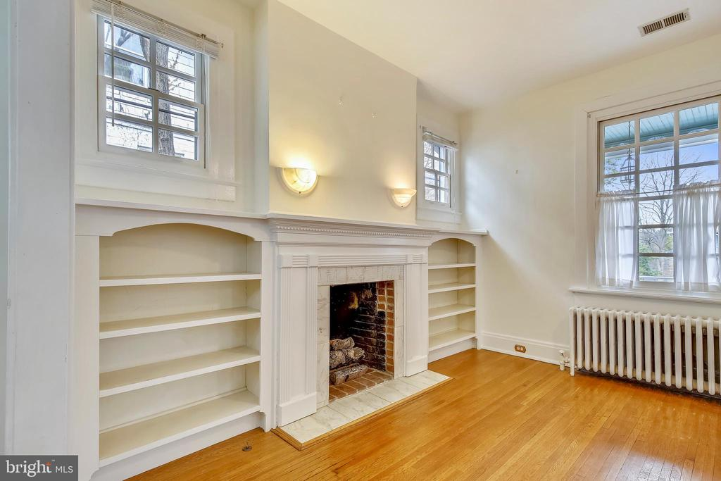 Living Room Fireplace Flanked by Built-in Shelving - 302 RUCKER PL, ALEXANDRIA