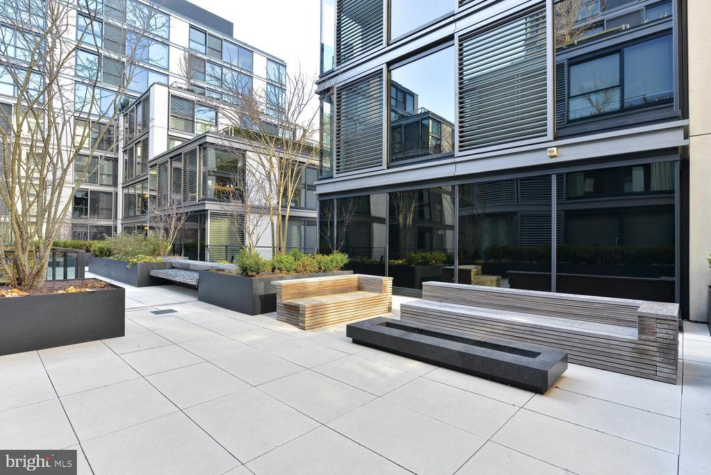 Community outdoor space - 920 I ST NW #710, WASHINGTON