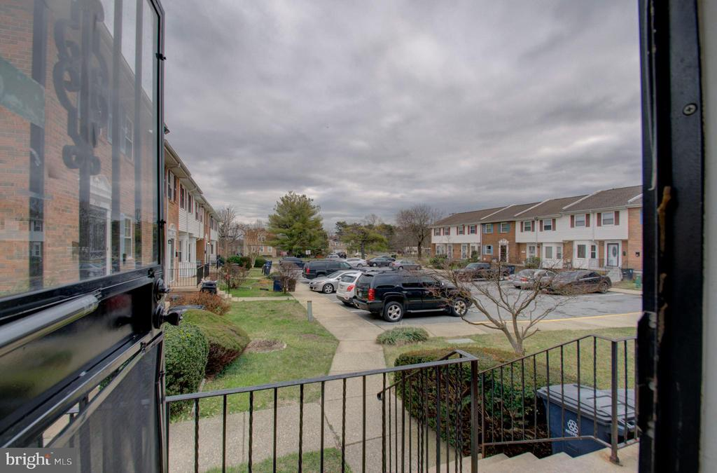 - 2947 SUNSET LN, SUITLAND