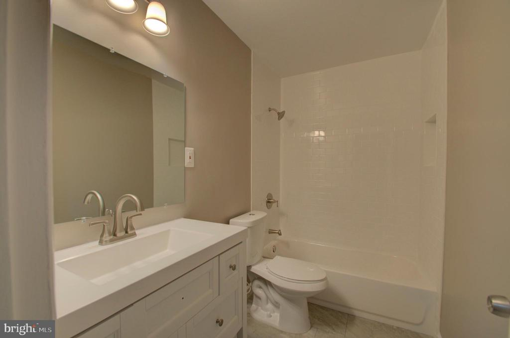 Upstairs bathroom completely renovated - 2947 SUNSET LN, SUITLAND