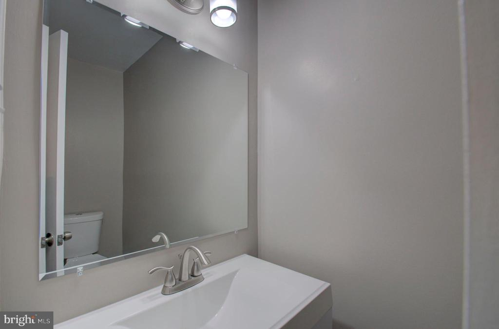Newly renovated bathroom - 2947 SUNSET LN, SUITLAND