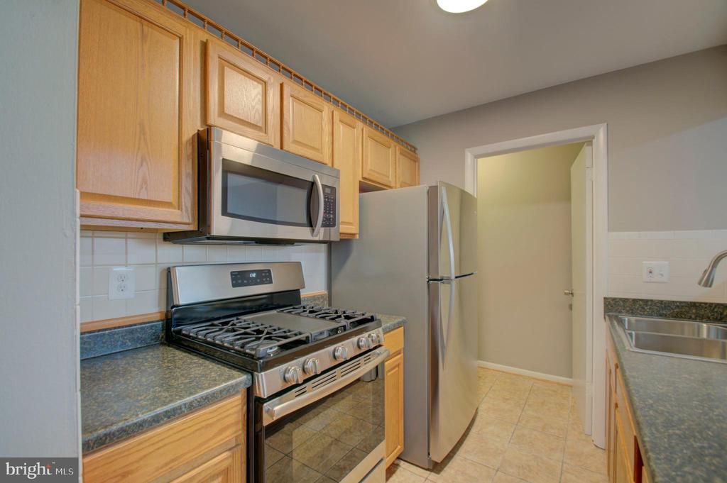 Brand new kitchen appliances - 2947 SUNSET LN, SUITLAND