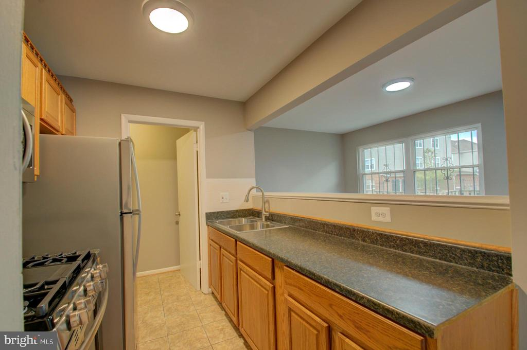Tons of countertop space in the kitchen - 2947 SUNSET LN, SUITLAND