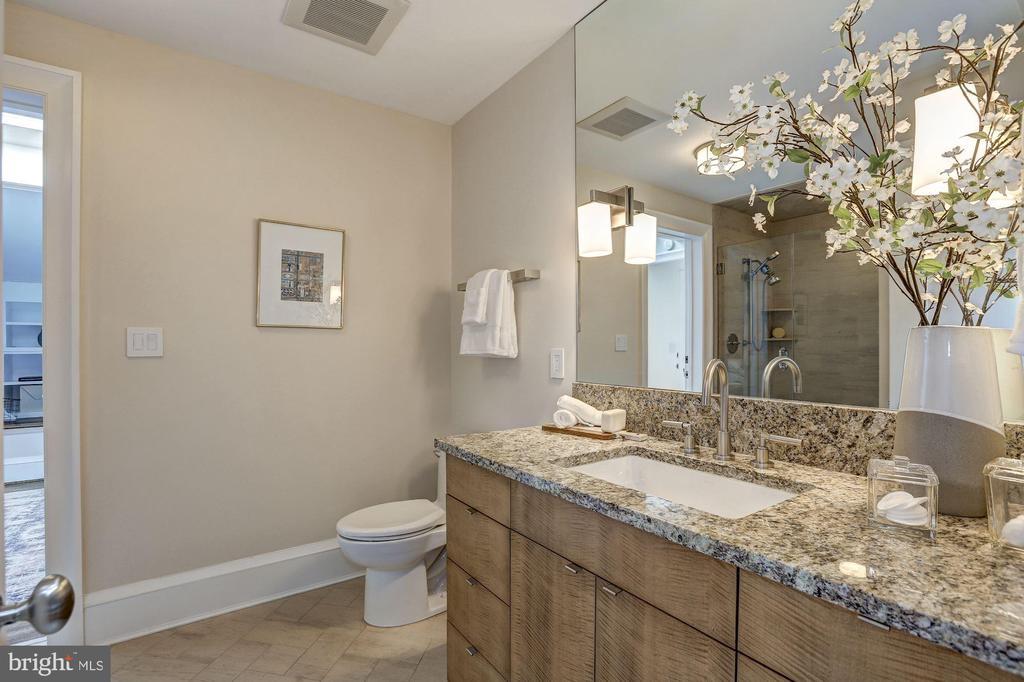 Jack & Jill Bathroom - 3329 PROSPECT ST NW #PENTHOUSE 6, WASHINGTON