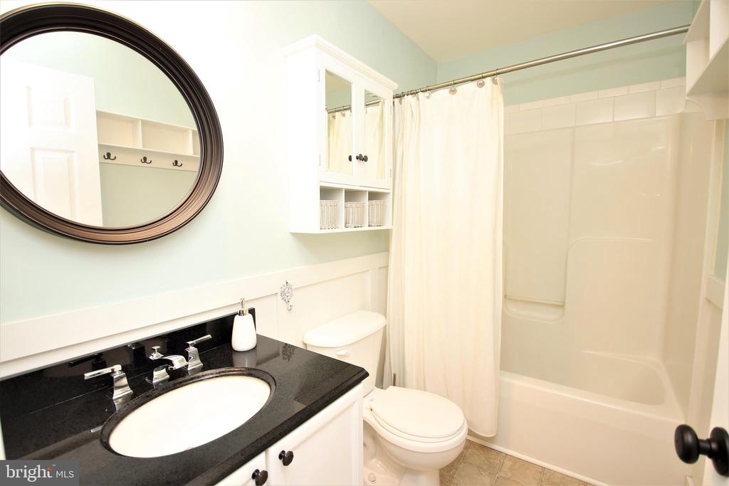 Upper Level Full Bathroom - 1704 MEMORIAL PARK, MARTINSBURG