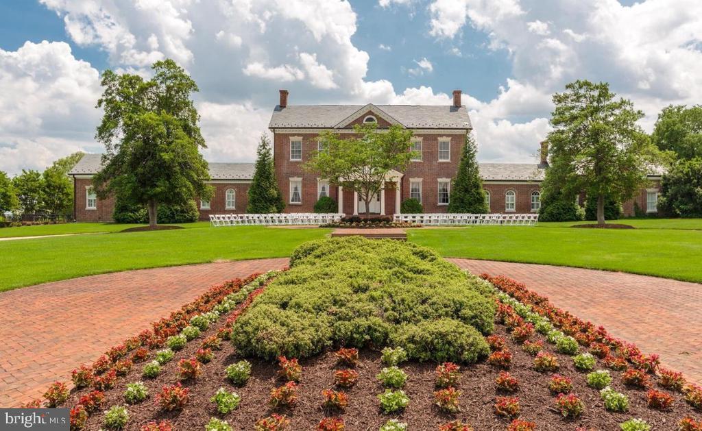 Beautiful Belmont Country Club Manor House - 20190 KIAWAH ISLAND DR, ASHBURN
