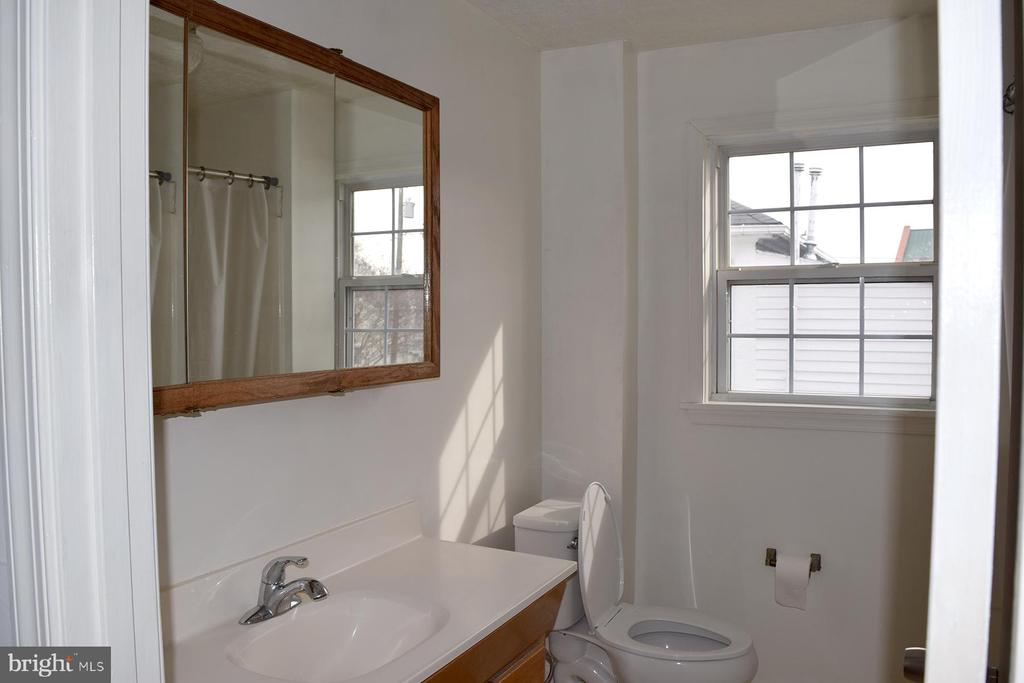 1806 Upstairs Apartment Bathroom - 1806 FALL HILL AVE, FREDERICKSBURG