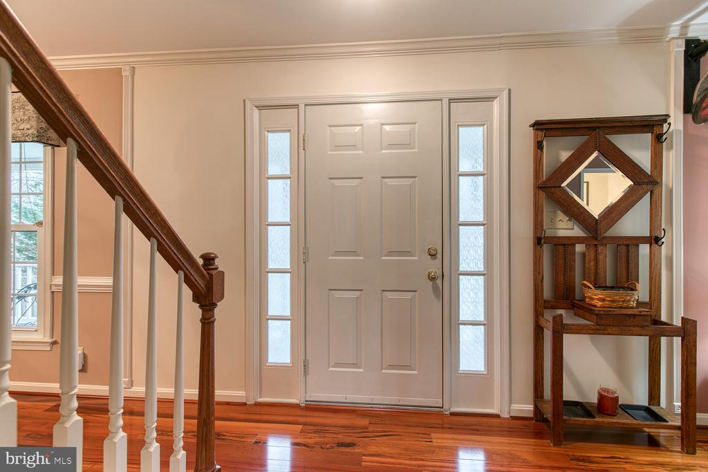 Front entry and foyer - 131 EUSTACE RD, STAFFORD