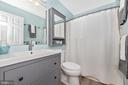 upgraded guest hall bath - 7206 PADDOCK CT, NEW MARKET