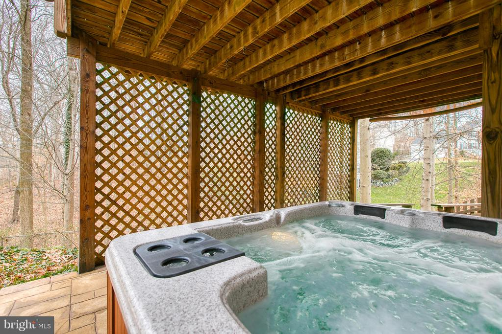 Hot tub for relaxing - 131 EUSTACE RD, STAFFORD