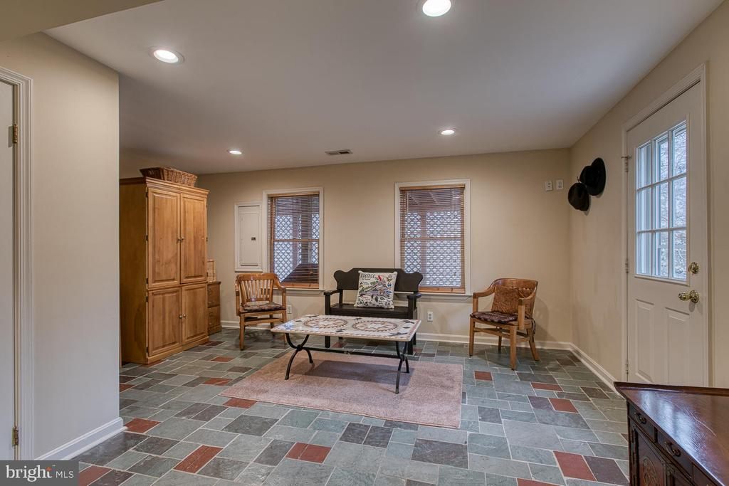 Recreation room with recessed lighting - 131 EUSTACE RD, STAFFORD