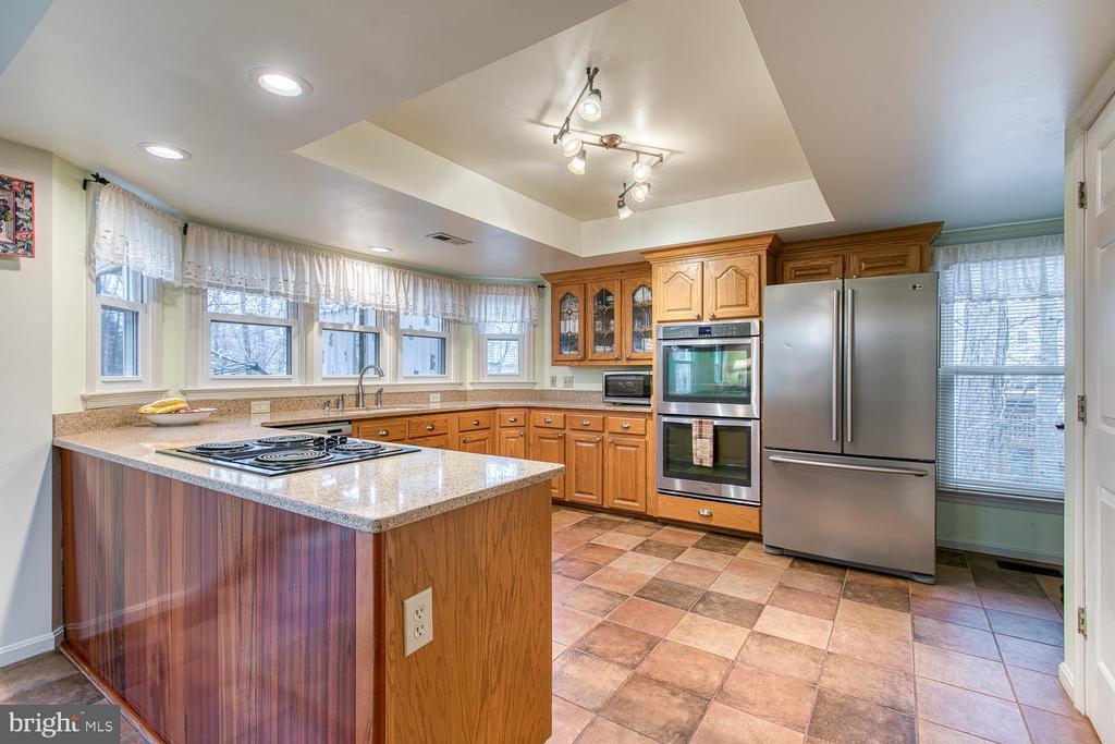 Gourmet kitchen - 131 EUSTACE RD, STAFFORD