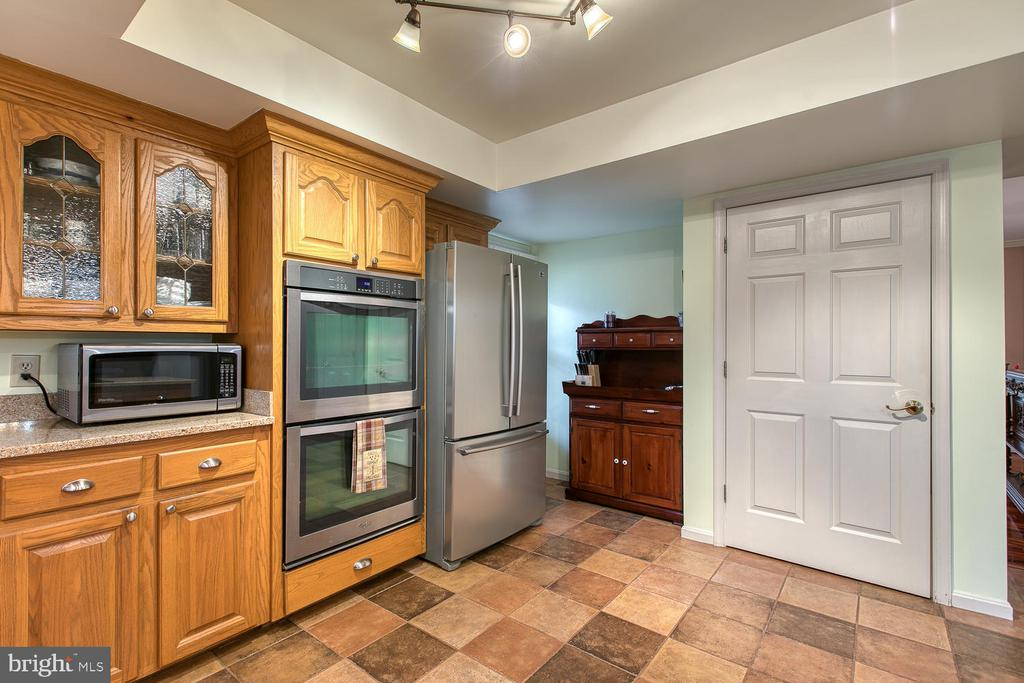 Double ovens and large pantry - 131 EUSTACE RD, STAFFORD