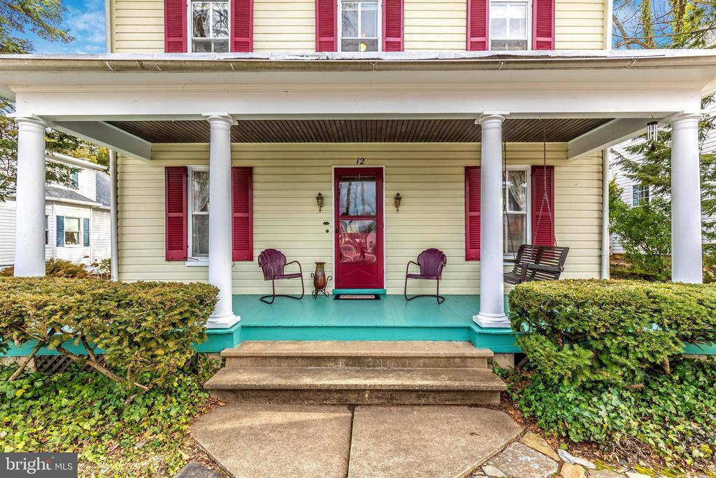Front Porch - Just Relax! - 12 MAIN ST, WALKERSVILLE