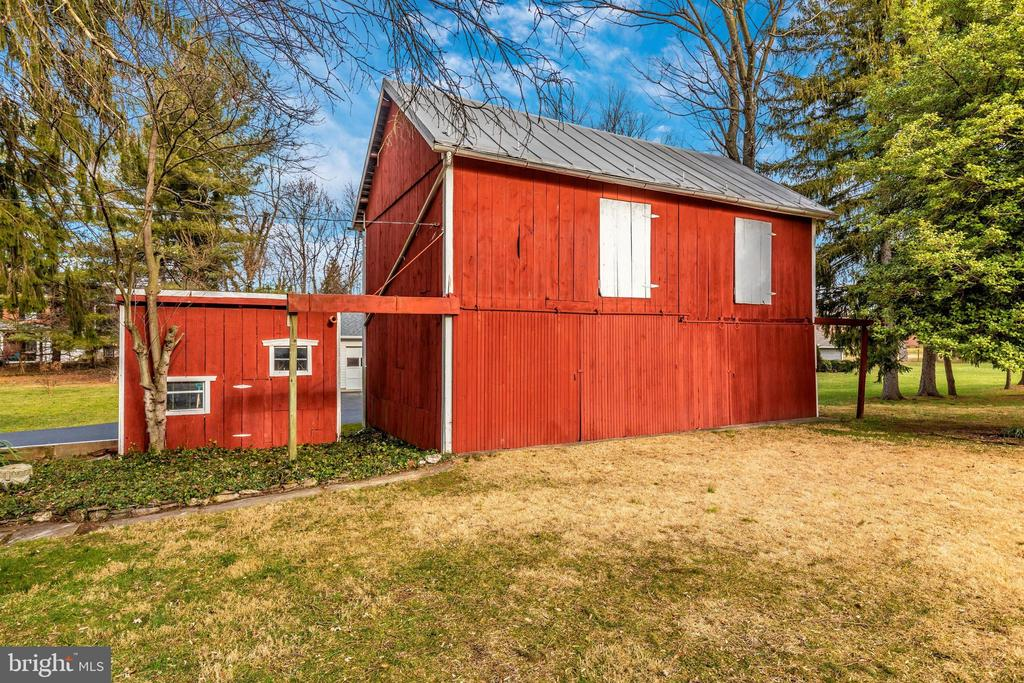 Shed & 2-Story Barn - 12 MAIN ST, WALKERSVILLE