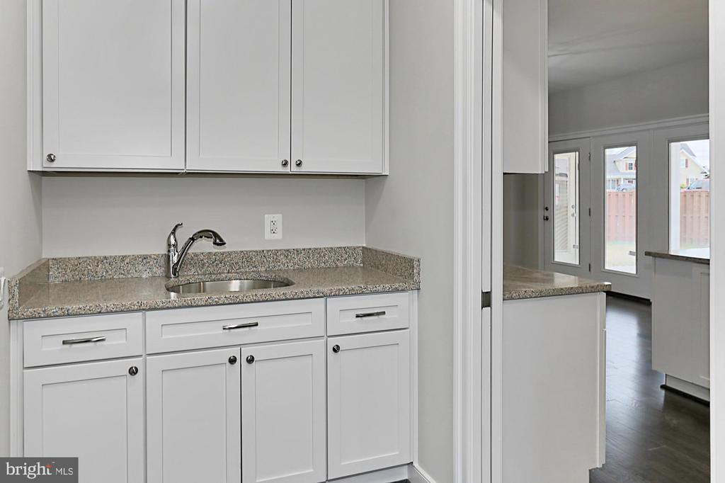 Butler's pantry - 7423 FOUNDATION WAY, SPRINGFIELD