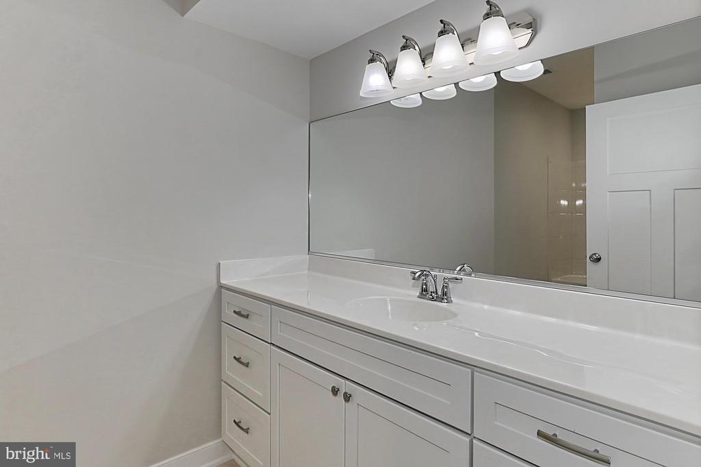 Lower level bath - 7423 FOUNDATION WAY, SPRINGFIELD