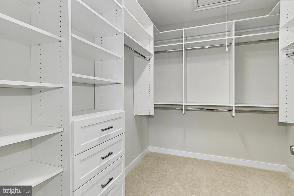 Master custom walk in closet - 7423 FOUNDATION WAY, SPRINGFIELD