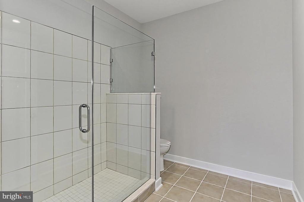 Master bath separate shower - 7423 FOUNDATION WAY, SPRINGFIELD