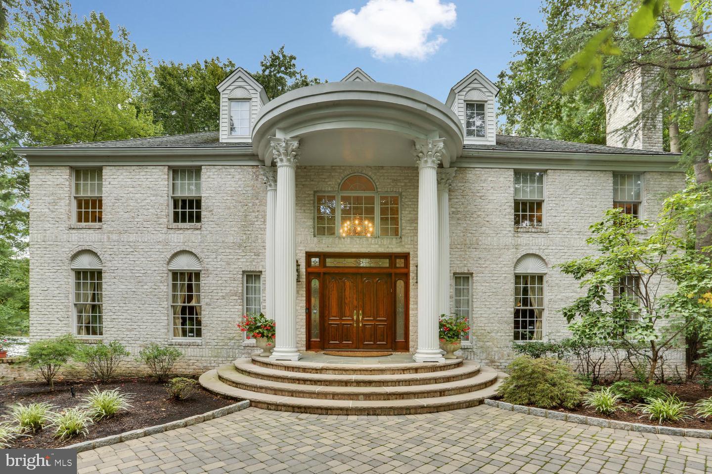 Single Family Homes для того Продажа на North Brunswick, Нью-Джерси 08902 Соединенные Штаты