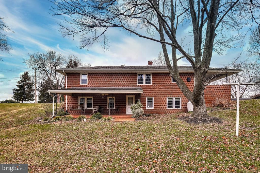 Large back patio and yard for entertaining. - 9939 KELLY RD, WALKERSVILLE