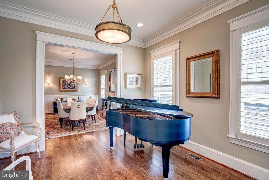 PIANO ROOM - 4521 N DITTMAR RD, ARLINGTON