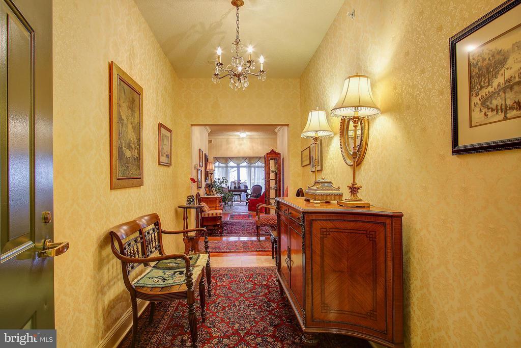 Foyer - 11776 STRATFORD HOUSE PL #409, RESTON