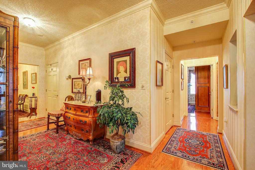 Hallway off the foyer - 11776 STRATFORD HOUSE PL #409, RESTON