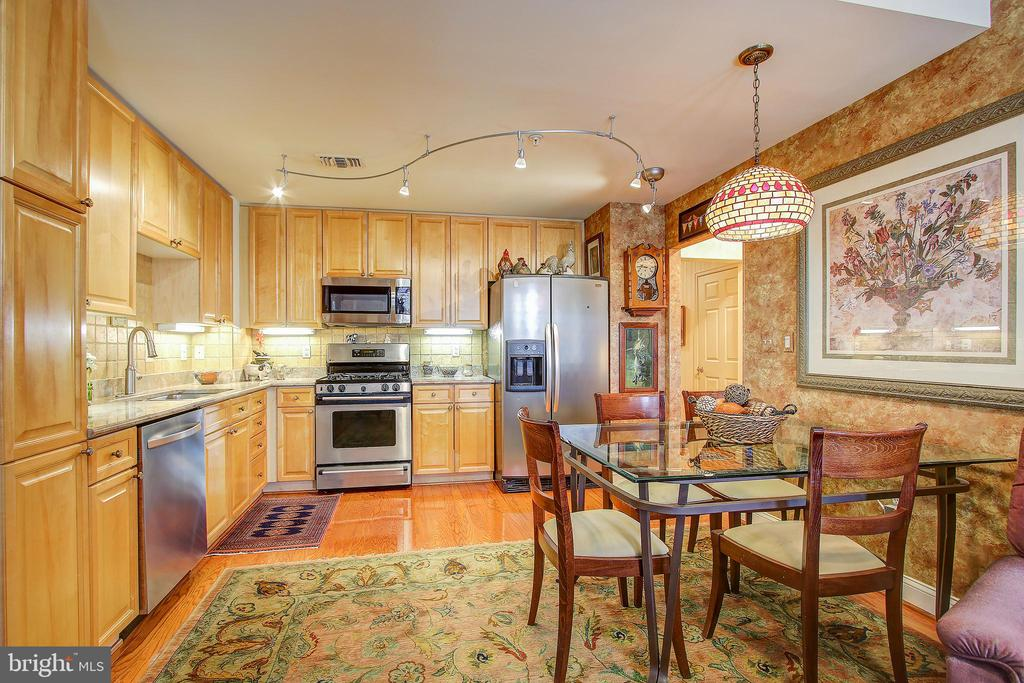 Kitchen/breakfast room - 11776 STRATFORD HOUSE PL #409, RESTON
