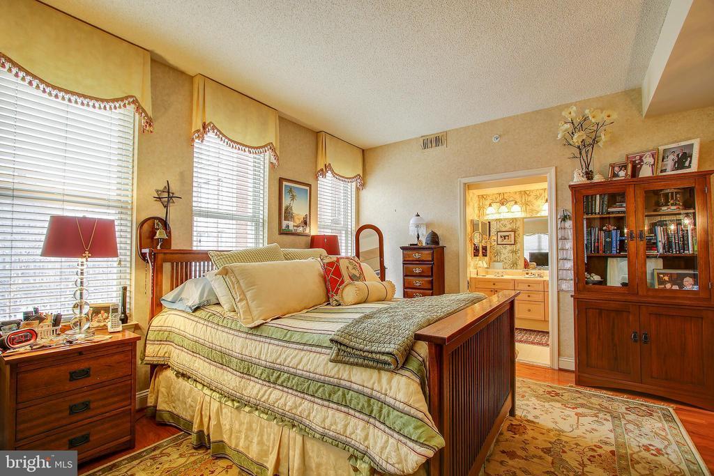 - 11776 STRATFORD HOUSE PL #409, RESTON