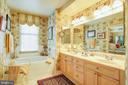 Master bathroom - 11776 STRATFORD HOUSE PL #409, RESTON