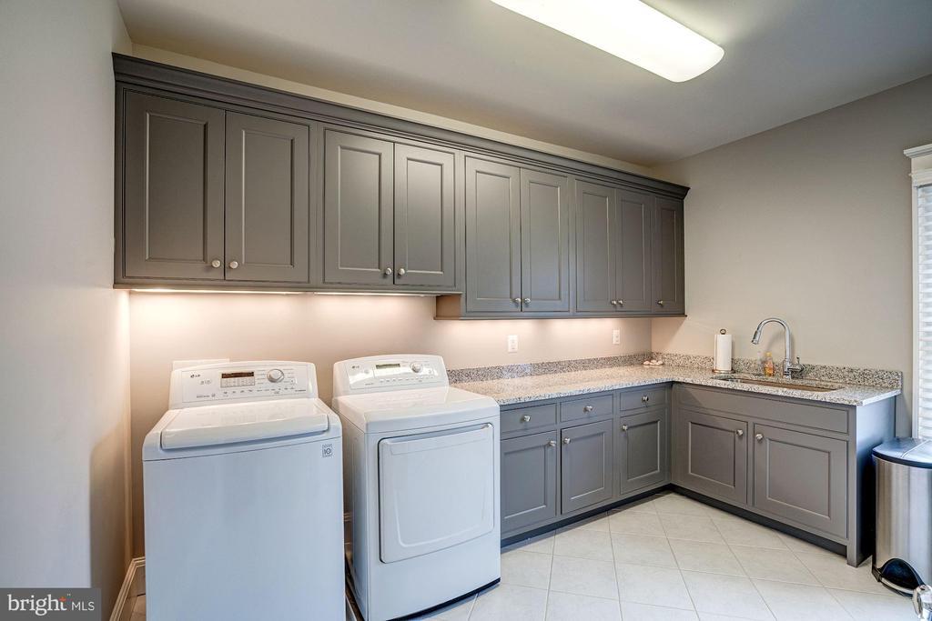 LAUNDRY ROOM - 4521 N DITTMAR RD, ARLINGTON