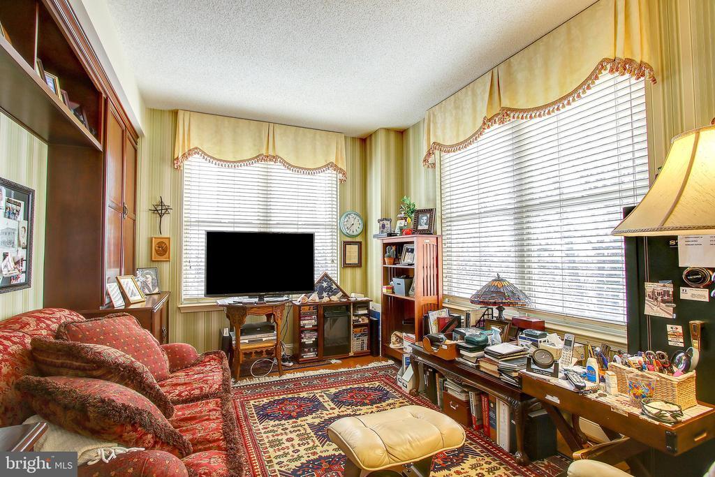 Master bedroom sitting room - 11776 STRATFORD HOUSE PL #409, RESTON