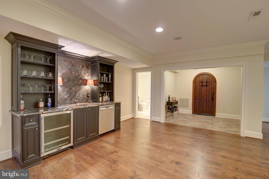 WetBar w/wine fridge and dishwasher - 40171 MONROE VALLEY PL, LEESBURG