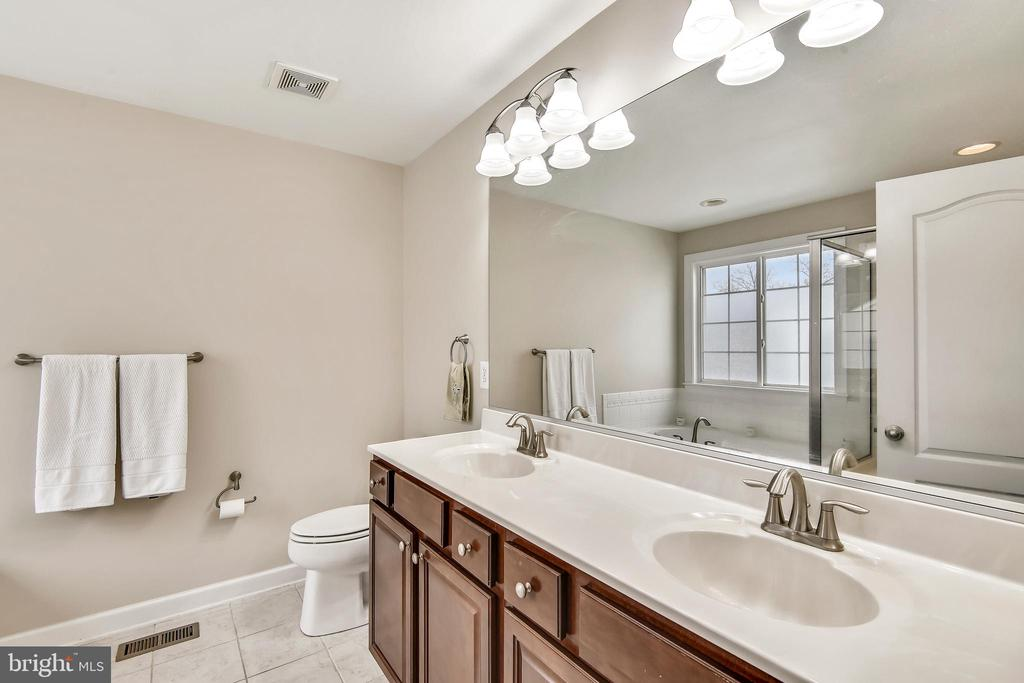 Owners bath with double vanity - 1903 EAMONS WAY, ANNAPOLIS