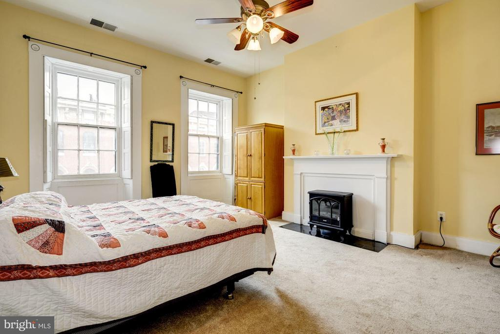 Third Large Bedroom - 714 PARK AVE, BALTIMORE