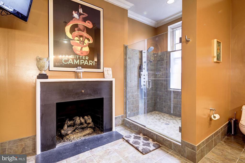 Master Full Bathroom - 714 PARK AVE, BALTIMORE