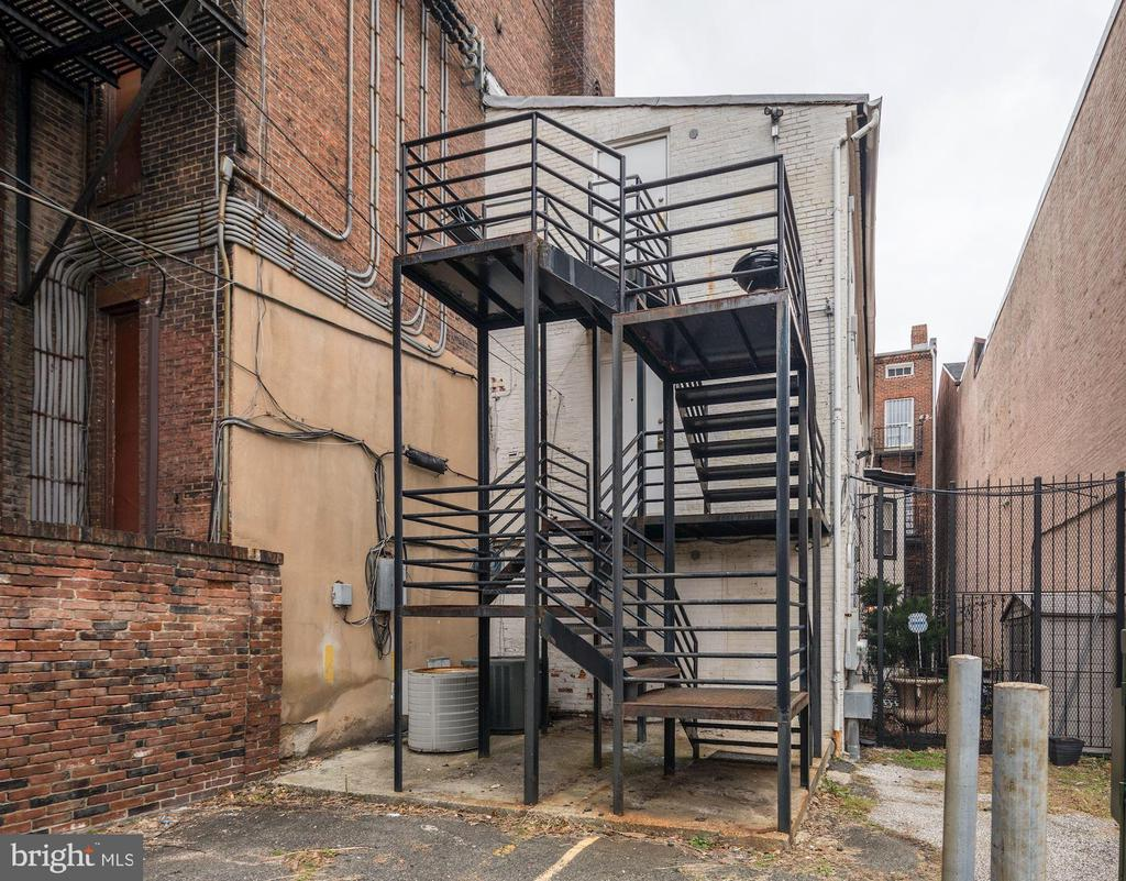 Entrance to 2 Apartments - 714 PARK AVE, BALTIMORE