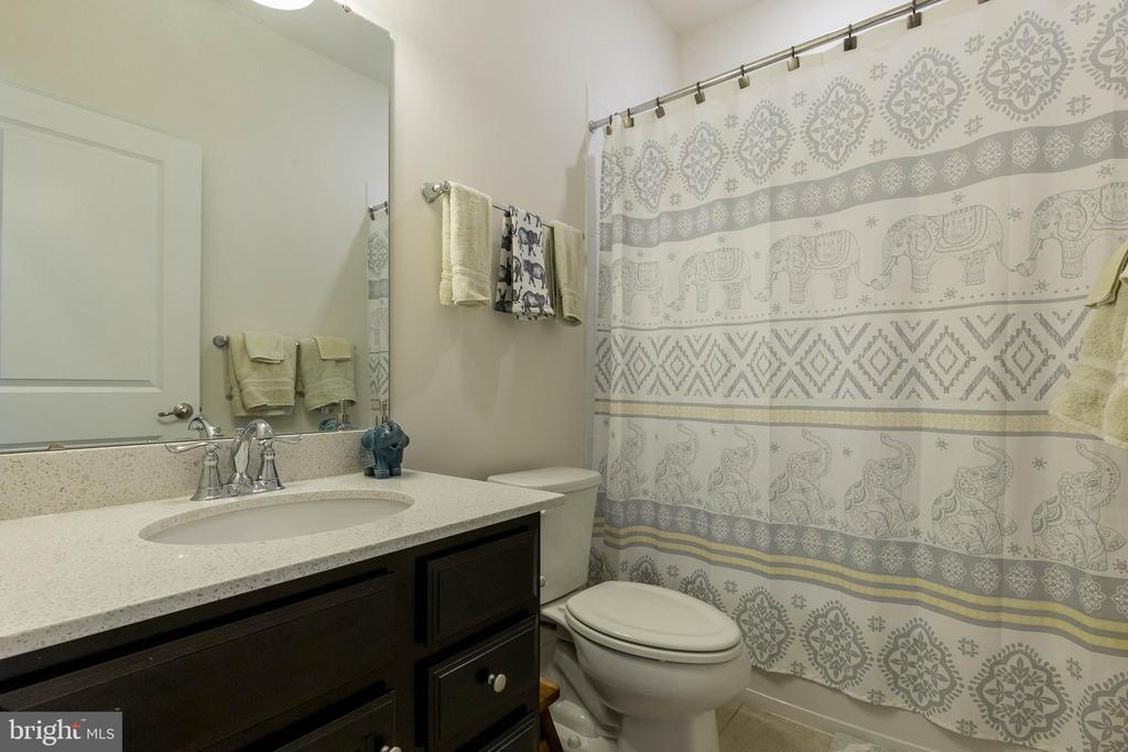 Updated Secondary Bedrooms - 41713 MCMONAGLE SQ, ALDIE