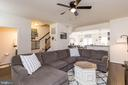Large Family Room with Ceiling Fan - 41713 MCMONAGLE SQ, ALDIE
