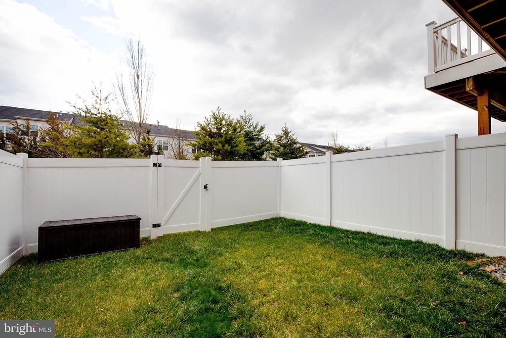 Fenced Rear - 41713 MCMONAGLE SQ, ALDIE