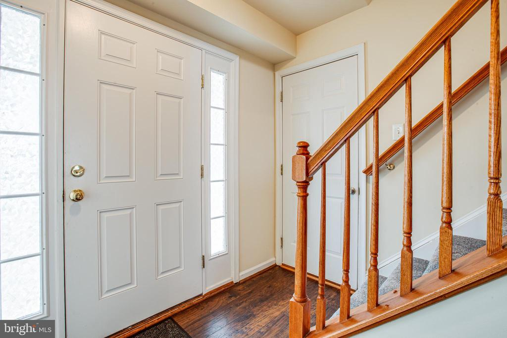 ENTRY  FROM LARGE FRONT PORCH - 102 PHILLIPS ST, FREDERICKSBURG