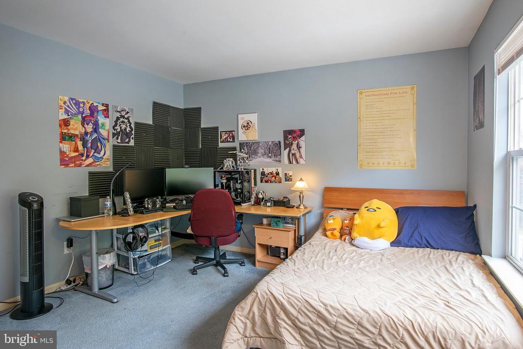 Bedroom 4 with walk in closet - 18517 DENHIGH CIR, OLNEY