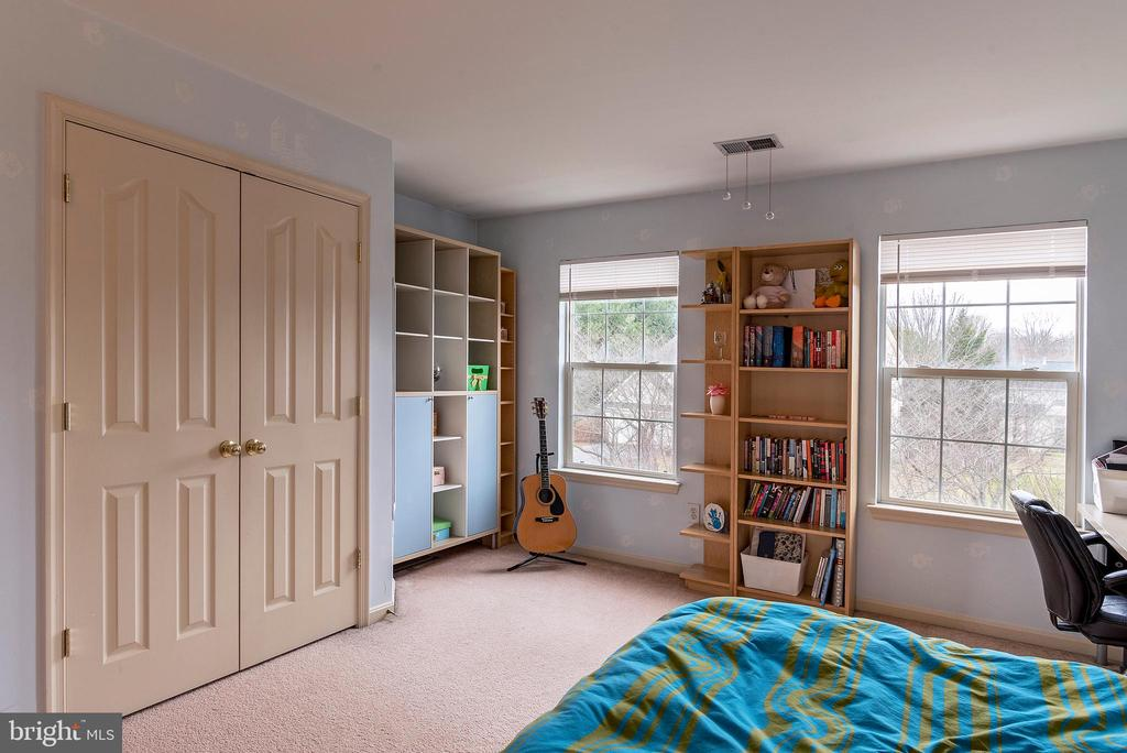 Bedroom 3 with 2' extension - 18517 DENHIGH CIR, OLNEY