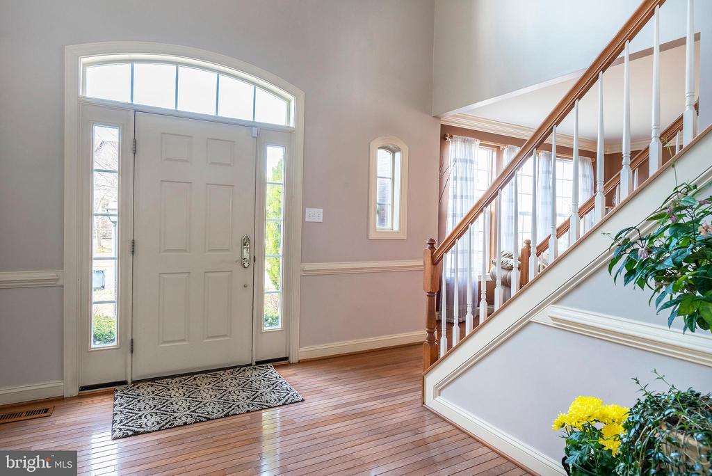 2 Story Foyer - 18517 DENHIGH CIR, OLNEY