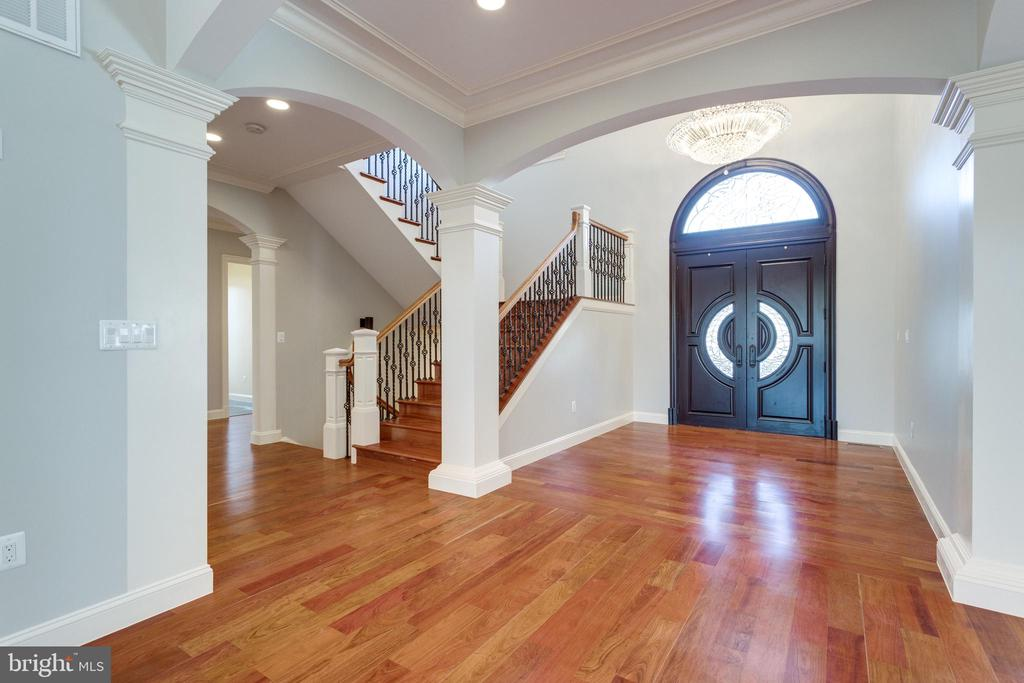 Brazilian hardwood floors usher you in - 120 KINGSLEY RD SW, VIENNA