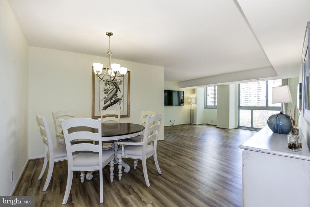 Open & Light Filled Floor Plan - 4601 N PARK AVE #809-J, CHEVY CHASE