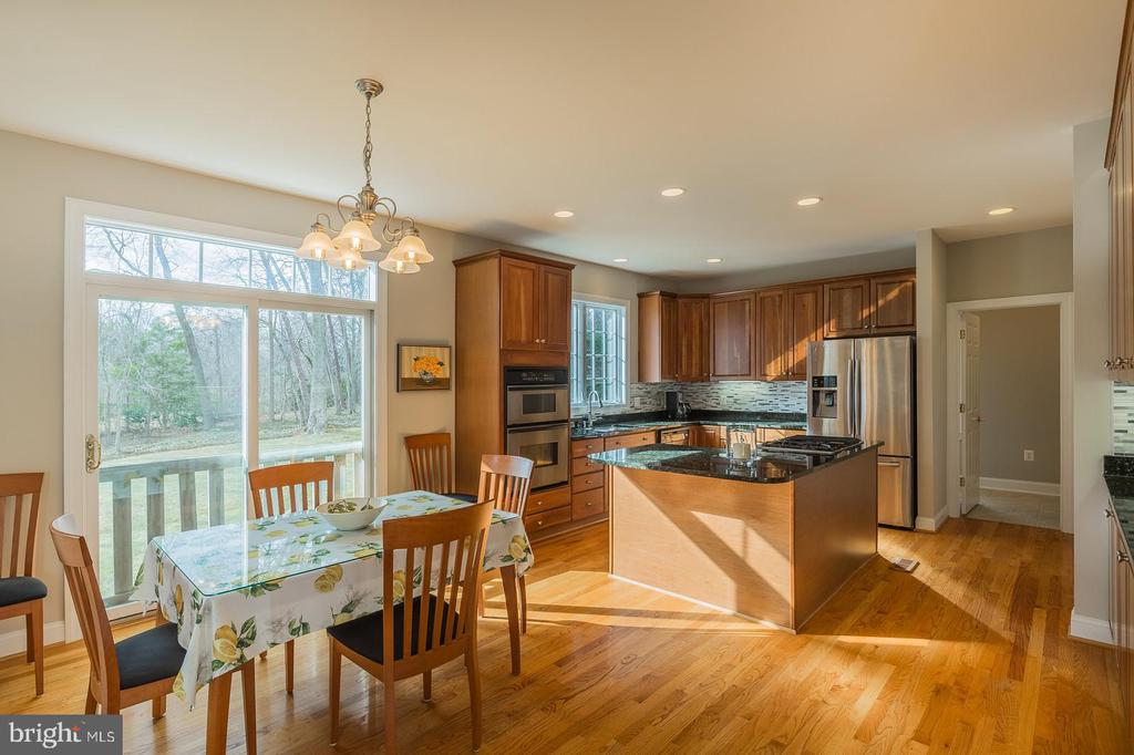 Designer Kitchen w/Generous Table Space - 9321 WEIRICH RD, FAIRFAX