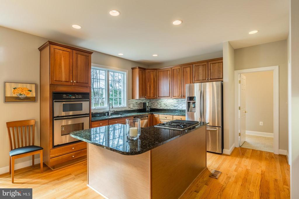 Designer Kitchen W/L Shaped Center Island - 9321 WEIRICH RD, FAIRFAX